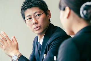 営業本部営業統括部部長 佐川貴志